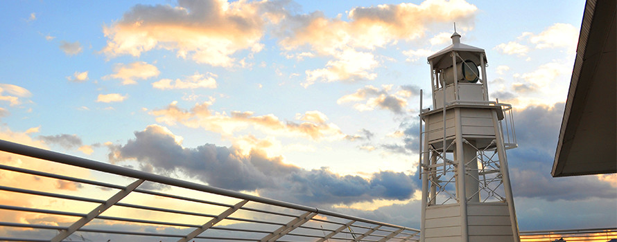神戸メリケンパークオリエンタルホテルに建つ「日本で唯一ホテルにある公式灯台」が11/1(水)一般公開されるよ! #神戸 #灯台記念日