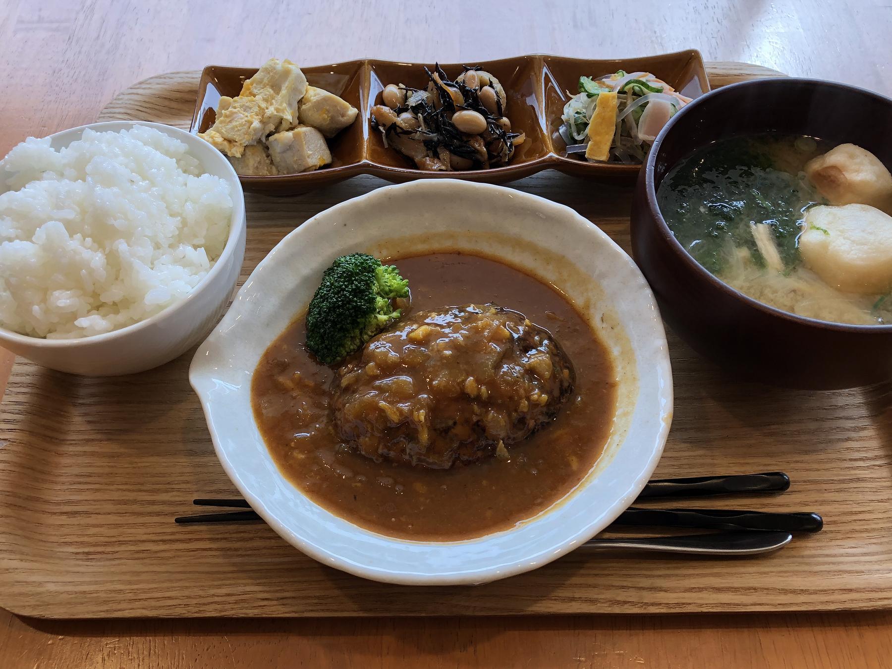 神戸・岡本商店街にある金曜の「なるみ食堂」のハンバーグランチは最高だよ! #岡本商店街 #なるみ食堂 #阪急岡本