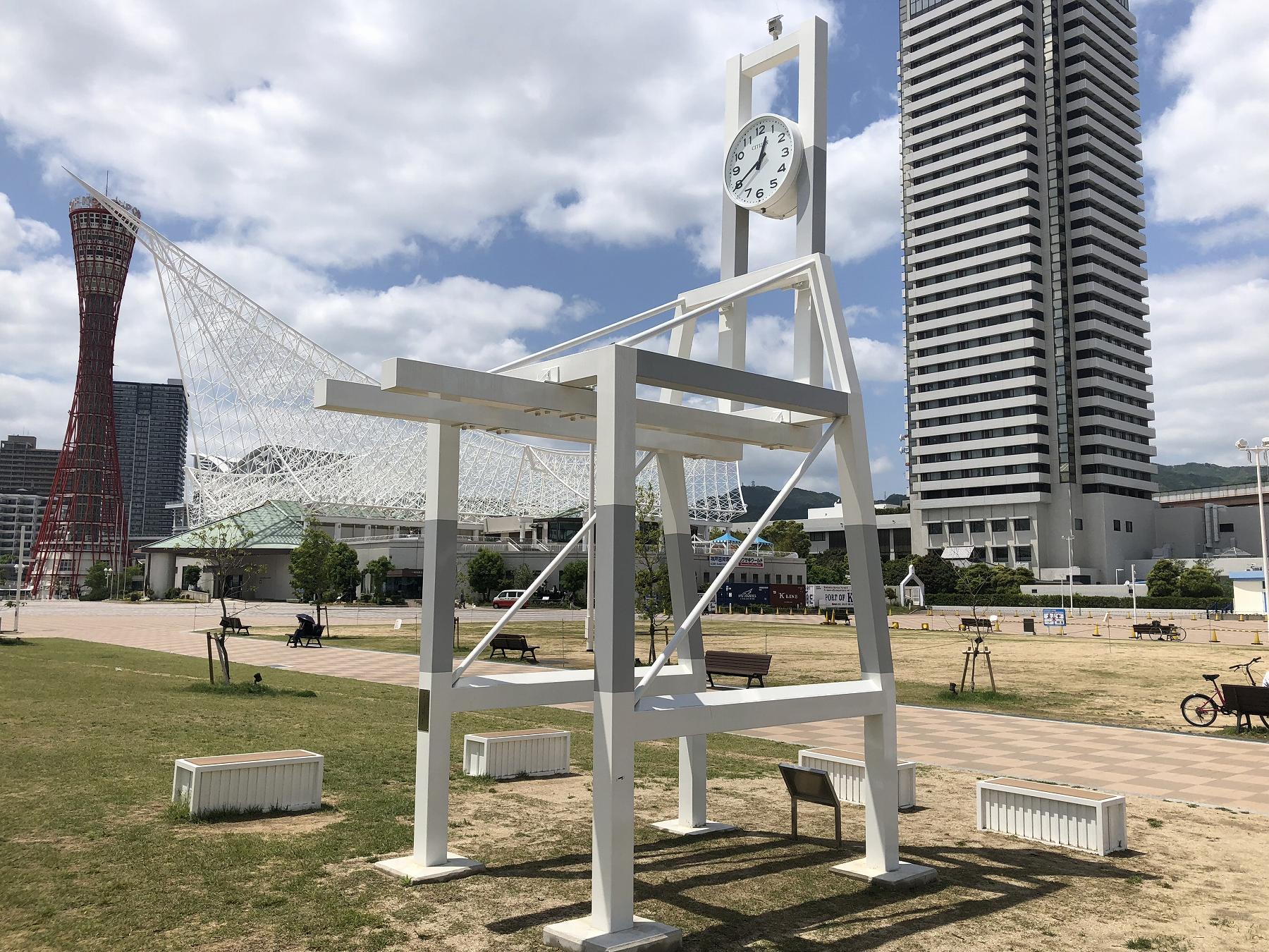 神戸メリケンパークにあるガントリークレーンをモチーフにした「時計塔」をご紹介するよ! #メリケンパーク  #神戸開港150年 #神戸観光 #ガントリークレーン