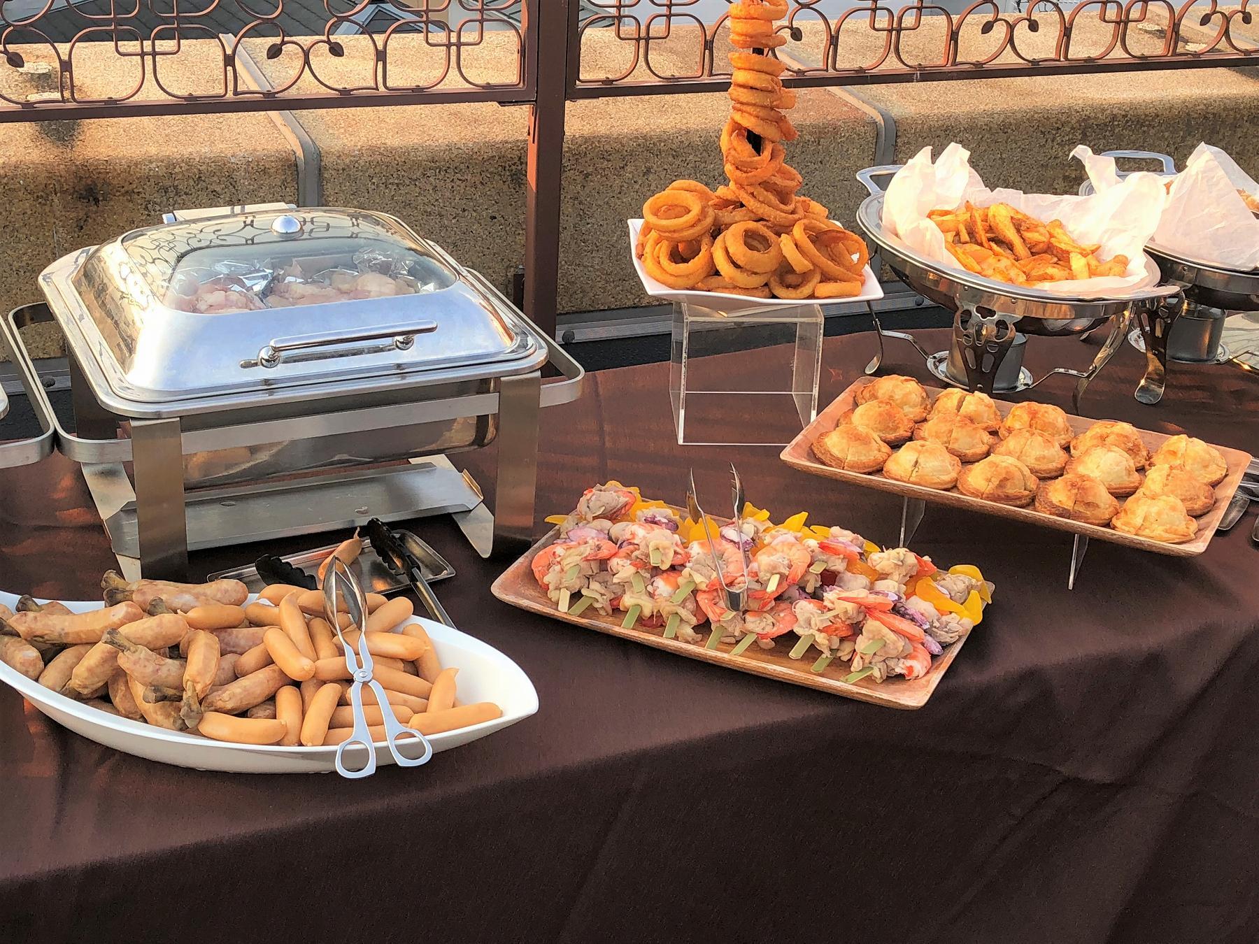 芦屋モノリスで開催中の「夏季限定ビアホール&ビアガーデン」に行ってきた! #芦屋モノリス #ビアガーデン #ビアホール #BBQ #近代建築