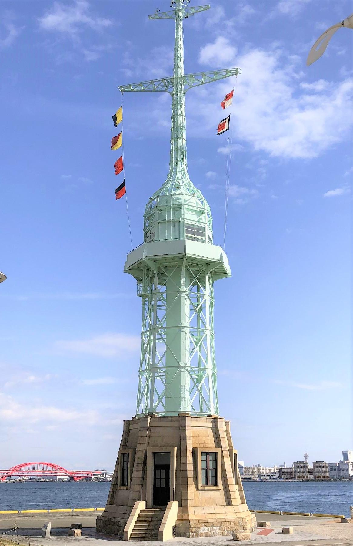 神戸ハーバーランドにある「旧神戸港信号所」と旗の意味をご紹介! #神戸ハーバーランド #旧神戸港信号所 #神戸港 #国際信号旗 #神戸観光 #近代建築