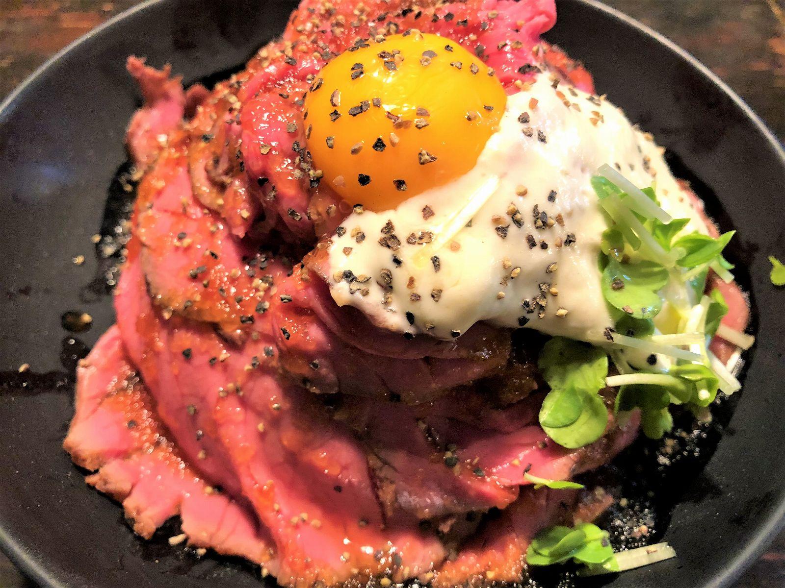 三宮のレッドロック本店で、山盛りの「ローストビーフ丼」を食べてみた! #レッドロック #ローストビーフ丼 #肉 #神戸グルメ