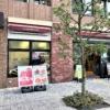 神戸・元町の「フジバンビカフェ 神戸栄町通店」で、熊本の名産「黒糖ドーナツ棒」を
