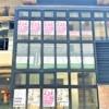 神戸・阪急三宮駅西口すぐの場所に、デリ&カフェ&レストラン「KOBEニューワールド」